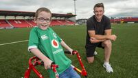 Munster star Peter O'Mahony joins heroic Oliver Lynch on fundraising walk