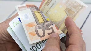 Slow decline in jobs depending on €1.7bn wage-subsidy scheme