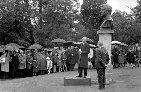 Statue of Michael Collins, by Seamus Murphy, is unveiled at Fitzgerald's Park, Cork, by The Chief Justice Cearbhall O'Dalaigh in 1966