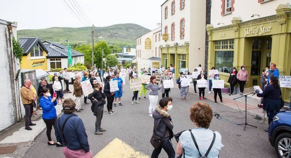 Cahersiveen and residents of the Skellig Star DP centre unite in calls to end Direct Provision Centres pictured here outside the Skellig Star in Cahersiveen, Co Kerry. Picture Alan Landers.