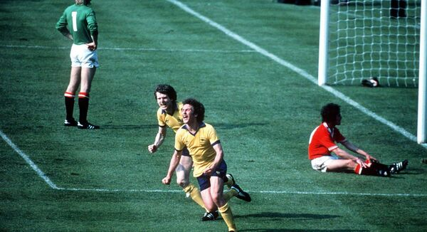Alan Sunderland of Arsenal scores the winning goal in the FA Cup Final. In Tadhg's dream, Manchester United's Gary Bailey caught the cross,  Allsport/ALLSPORT