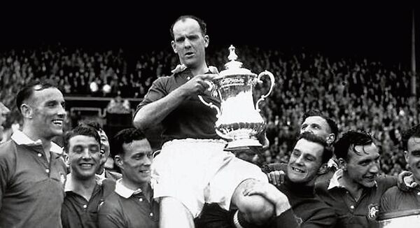 24th April 1948: Manchester United captain Johnny Carey is carried shoulder high after his team beat Blackpool 4-2 in the FA Cup final at Wembley Stadium, London. (Photo by William Vanderson/Fox Photos/Getty Images)