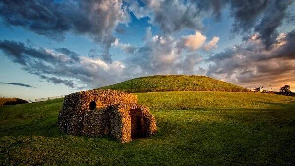 The three well-known large passage tombs, Knowth, Newgrange and Dowth were built over 5,000 years ago in the Neolithic Age