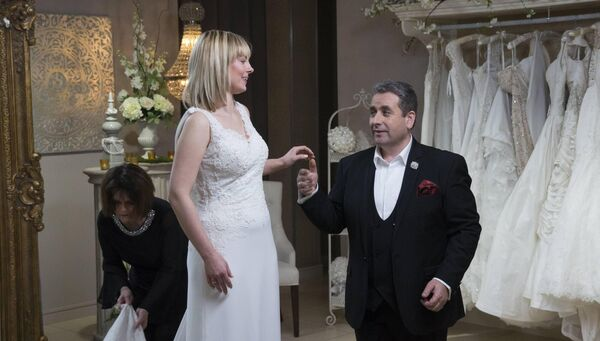 Kayleigh De Jong on 'Say Yes To The Dress' with wedding planner 'Franc'.