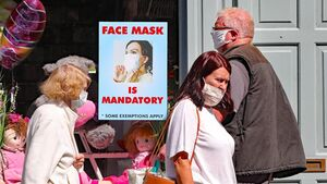 Gardaí enforcing shoppers to wear masks will be 'a last resort' according to Helen McEntee