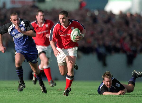 Jason Holland playing for Munster in the 2000 Heineken Cup. Holland returned to Munster as backs coach for the 2008 H-Cup success. Picture: Inpho