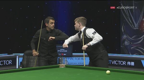 Aaron Hill v Ronnie O'Sullivan last night at the European Masters