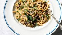 Quick and easy dinner: creamy mushroom pasta
