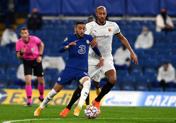 Chelsea's Hakim Ziyech (left) and Rennes' Steven Nzonzi battle for the ball during the Uwfa Champions League match