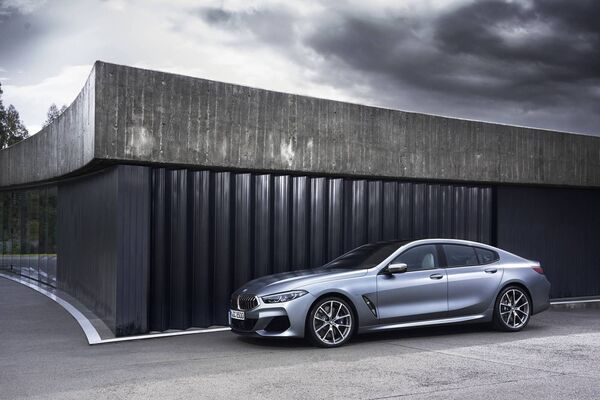 The BMW 840i Gran Coupé - 100 km / h in 5.2 seconds and a top speed of 250 km / h.