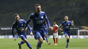 Jamie Vardy fires Leicester into Europa League knockouts with late leveller