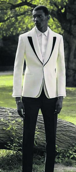 Le costume n'est pas encore mort, du moins pas chez McQueen.