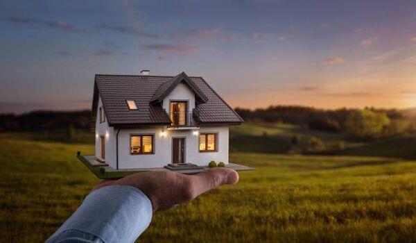 Plus une maison est grande, plus elle coûtera cher car il y a simplement plus de main-d'œuvre et de matériaux impliqués.
