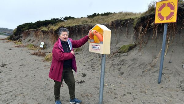 Dena O'Donovan and other local volunteers are aiming to stem the erosion of the dunes at  Inchydoney. 	Picture: Eddie O'Hare