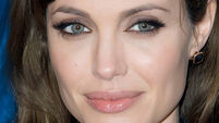Jolie to be honoured with humanitarian award