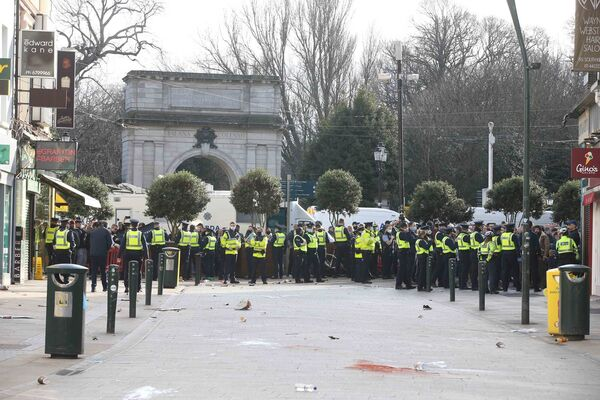 Anti-lockdown protesters clash with gardaí outside St Stephen's Green. Picture: Sam Boal/RollingNews.ie