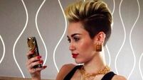 Noisy Miley pays for couple's meal at restaurant