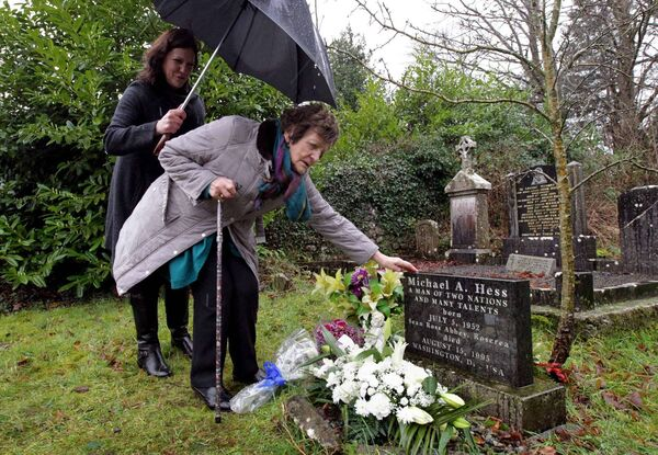 Philomena Lee and her daughter Jane Libberton at the graveside at Sean Ross Abbey, Roscrea, at a private memorial for her son Anthony Lee (Michael Hess) in 2014. File picture: Mark Stedman/Photocall Ireland