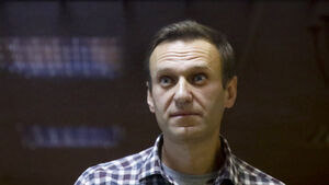 Alexei Navalny's doctor says the Putin critic 'could die at any moment'