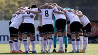 Dundalk players huddle before the game 17/4/2021