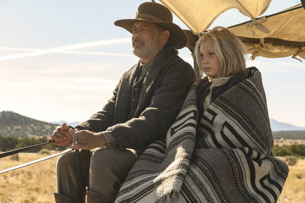 Tom Hanks și Helena Zingle sunt vedete în programul News of the World, co-scris și regizat de Paul Greengrass.