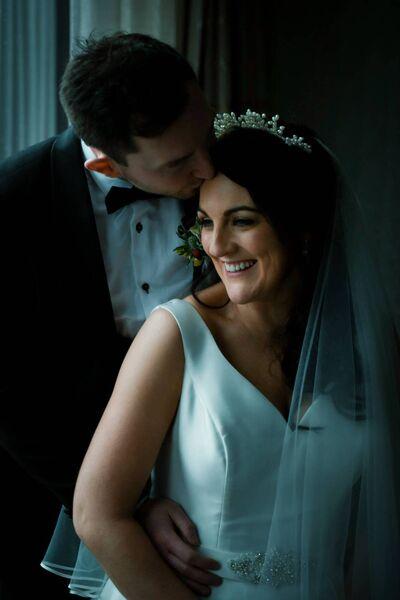 Stephanie Egan et Daithí Casey ont été mariés par le père Paddy O'Donoghue et le père Tom Looney