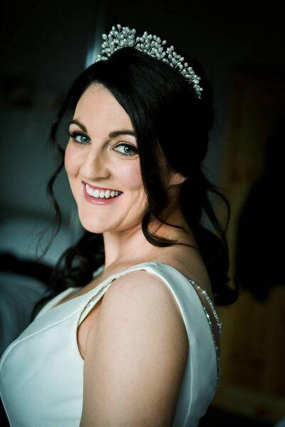 Le maquillage de Stephanie Egan était par Aideen McCarthy et Orla Kelly, et ses cheveux ont été réalisés par Marie Maye avec l'aide de Zara