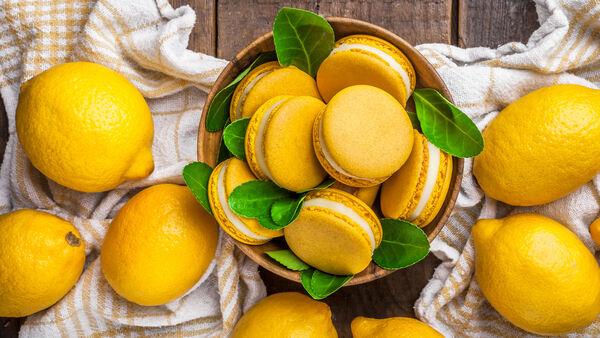 Macaroon lemon posset