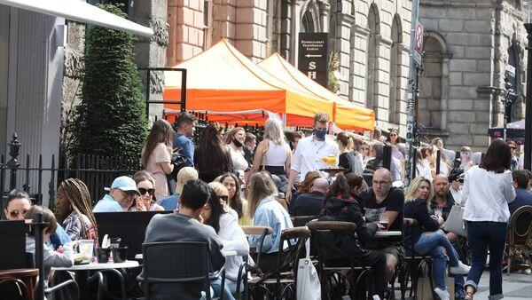 Staatsdiener werden nun Bars und Kneipen nach Covid-Zertifikaten überprüfen