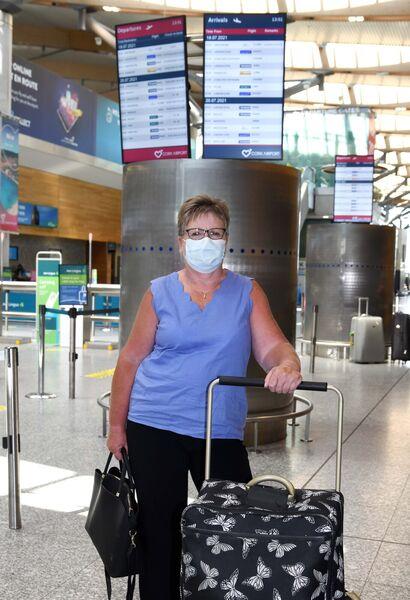 Mary Delaney, West Waterford, meninggalkan Lapangan Terbang Cork untuk lawatan keluarga di UK.