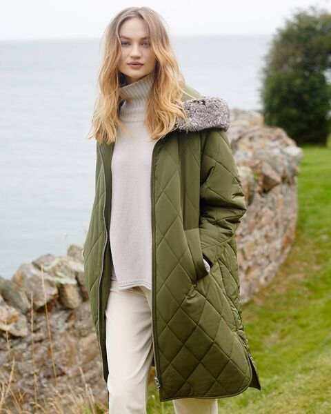 Carolyn Donnelly fur-lined coat, € 80.