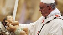 Pope's Christmas mass lauds poor