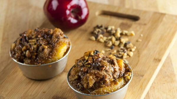 Mini puddings with nuts and apple