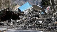 14 dead in US mudslide while search grows