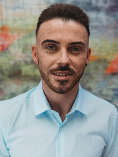 Darren Collins, a gay traveler, said LGBTQ + organizations should contact travelers directly.