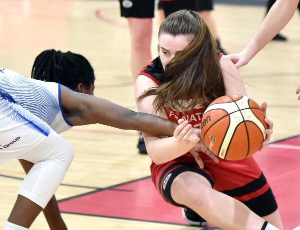 Senhor.  Shrita Parker, do Embaixador UCC Clanmeyer, enfrenta Amy Murphy de Mathews durante o jogo da Super Liga Feminina em 2020.  Imagem: Eddie O'Hare