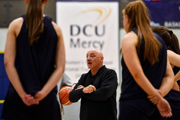Técnico principal do DCU Mercy, Mark Ingle