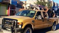 Iraqi militants seize control more towns and border crossings