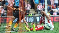 Stoke scrape draw against 10-man Hull