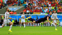 Spain trounced by dominant Dutch