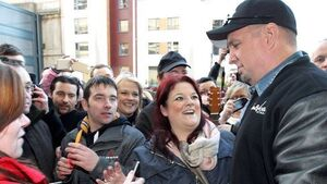 Garth Brooks promoters apply for licence