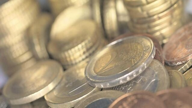 Euro recovers from lows