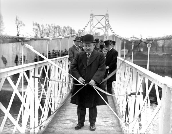 Peace Commissioner M O'Driscoll opening Daly's Bridge on April 9, 1927.