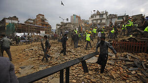 Nepal quake and two dozen aftershocks kill more than 1,100