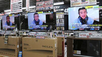 Japan 'won't give up on hostages' under IS beheading threat