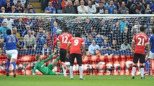 Leicester romp to victory over United