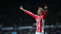 Late strike from Crouch earns Stoke a draw