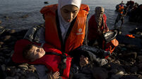 Almost 1,000 refugees rescued by Greek coast guard since Friday